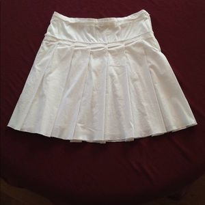 White Pleated Skirt BCBG Max Azria Size 10